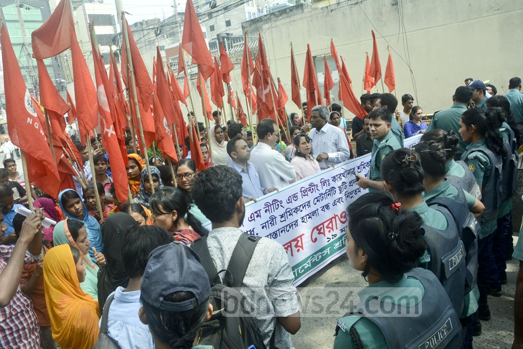 Police stop garment workers' march to the labour ministry to back demand for payment of dues to workers of SGM Knitting and Printing factory.