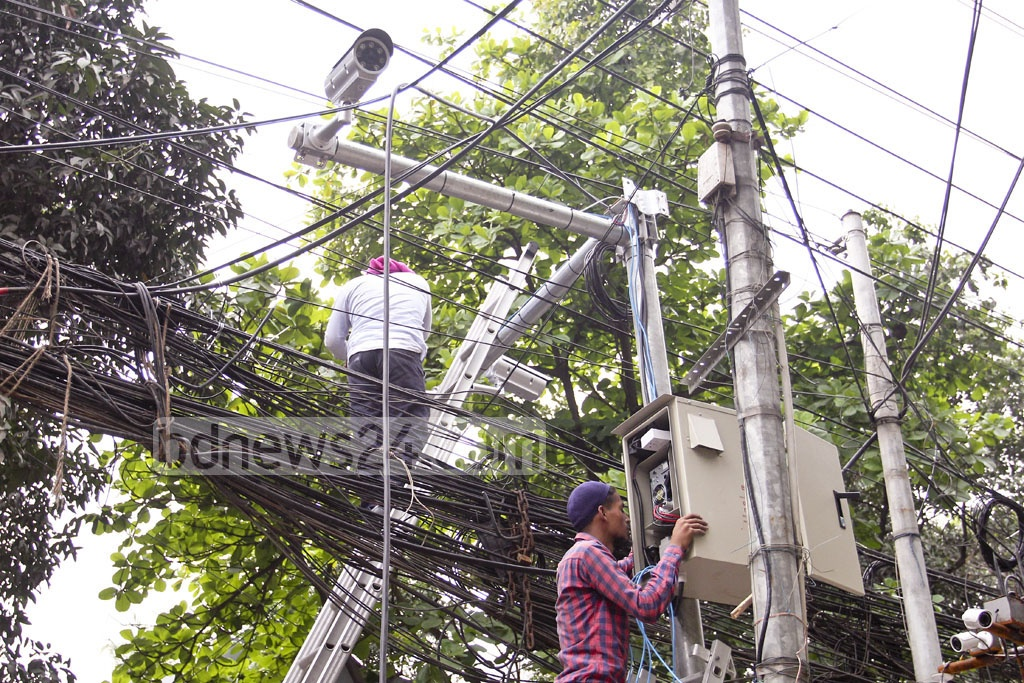 CCTV cameras installed at Dhaka's Banani on Sunday after lone wolf attacks on the the Rapid Action Battalion on its barracks at Ashkona and on a checkpost at Khilgaon. Photo: asif mahmud ove