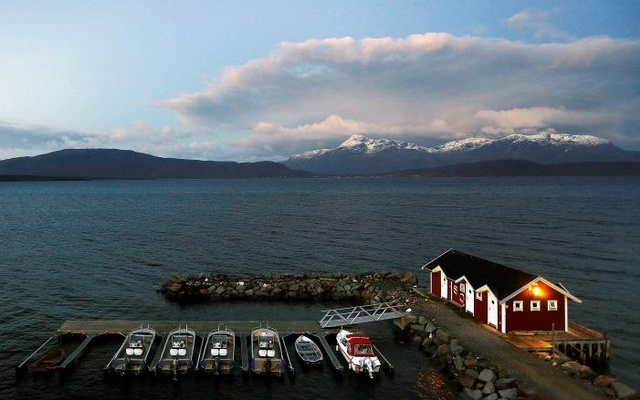 General view of a small harbour and snow-capped mountains in Bals-Fiord, north of the Arctic Circle, near the village of Mestervik in northern Norway, Sept 30, 2014. Reuters