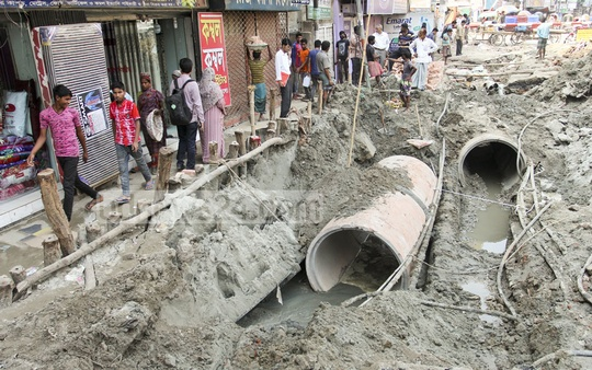 WASA's sewerage renovation at the Malibagh level-crossing in Dhaka has inconvenienced pedestrians. Photo: asif mahmud ove