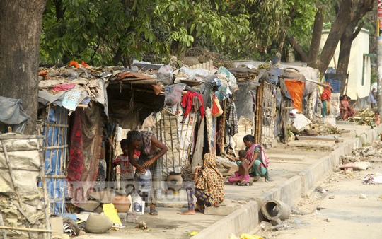 Footpaths at Dhaka's Khilgaon remain occupied with shanties set up by homeless people. The road has gone up to the Malibagh level-crossing. Photo: abdul mannan