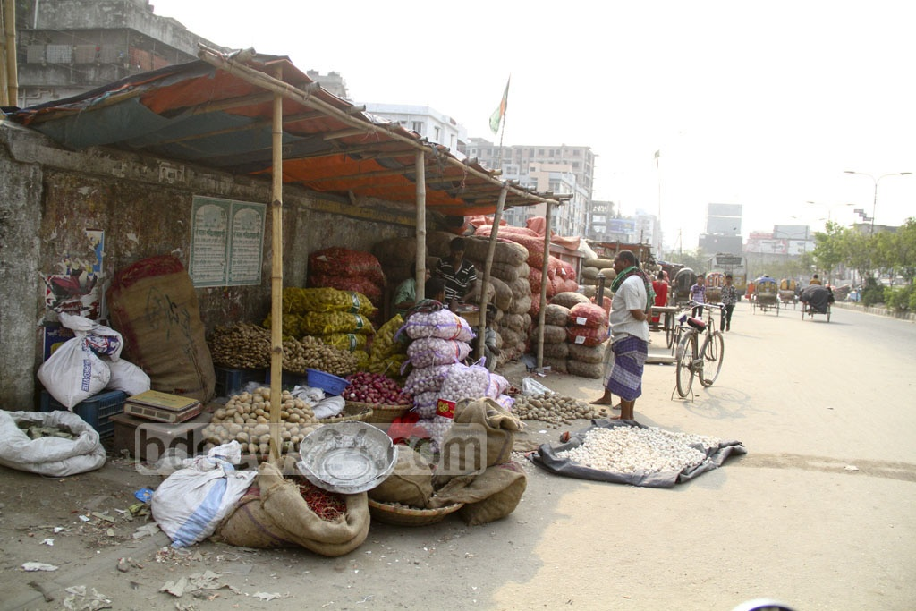 Groceries are set up on footpaths at the road connecting Khilgaon and Malibagh level-crossing in Dhaka. Photo: abdul mannan