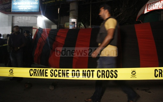 Police cordoned off the main entrance of Dhaka's Shahjalal International Airport after one person was killed in a blast of a bomb he was carrying on Friday. The blast came a week after the attempted suicide attack at nearby Ashkona RAB camp in which the attacker was killed. Photo: tanvir ahammed