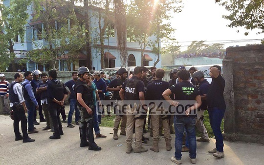 Members of a SWAT team and bomb-disposal team prepare outside a suspected milotant hideout at Sylhet's South Surma.