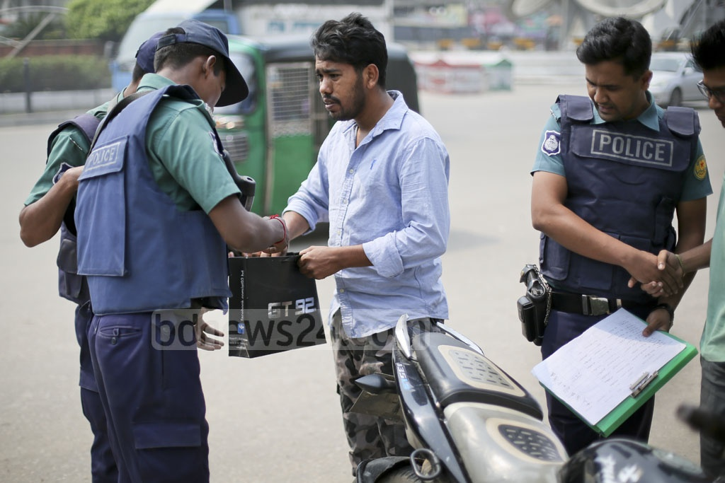 A search is conducted at the police box in front of Dhaka's Shahjalal International Airport on Saturday. One person had died after a bomb blast at this very location on Friday. Photo: asaduzzaman pramanik