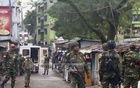 Army para-commandos prepare for an assault on a suspected militant hideout in Sylhet's Shibbarhi on Saturday, 30 hours into a siege of the compound.