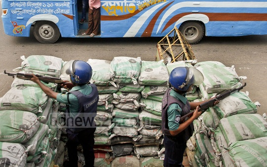 Police erect a bunker of sand bags at Mirpur's Kalshi amid a rise in attacks by militants. Photo: tanvir ahammed