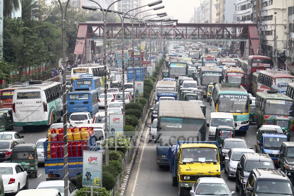 Traffic jam in the capital is a regular phenomenon. This photo shows people stuck in vehicles at a massive traffic congestion at Kakoli area in Dhaka's Banani on Monday. Photo: abdul mannan