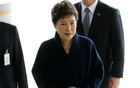 South Korea's ousted leader Park Geun-hye arrives at a prosecutor's office in Seoul, South Korea, Mar 21, 2017. Reuters