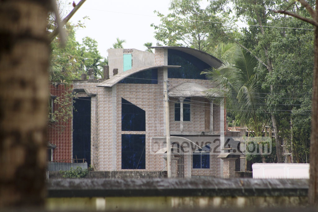 Security forces have sealed off this house at Moulvibazar town's Barhahaat since early on Wednesday. Around the same time, another house at Khalilpur Union Council on the outskirts of the town has been surrounded by them, both suspected to be hideout of militants.