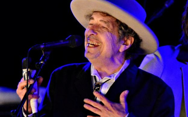 FILE PHOTO: US musician Bob Dylan performs during day 2 of The Hop Festival in Paddock Wood, Kent on June 30th 2012. Reuters