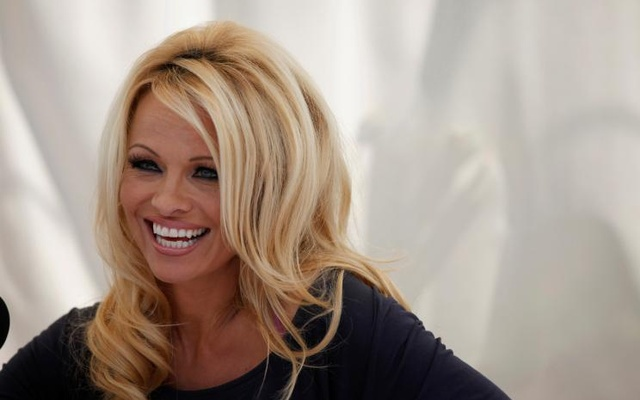 FILE PHOTO: Actress Pamela Anderson answers a question at a news conference to announce the launch of the online social platform FrogAds.com, in West Hollywood, California March 22, 2012. Reuters