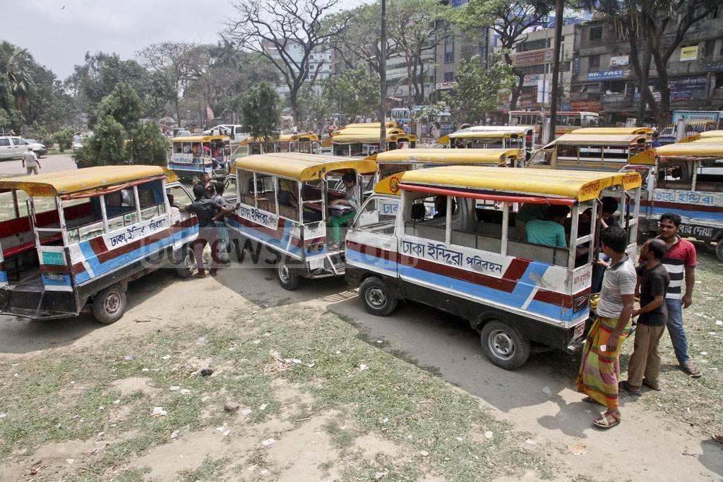Legunas seem to grab the Farmgate Park, one of the few parks left in the concrete jungle of Dhaka. Photo: tanvir ahammed