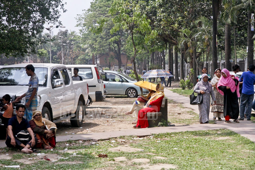 The Farmgate Park is mostly occupied with parked cars depriving citizens of their right to chill or take a walk inside. Photo: tanvir ahammed