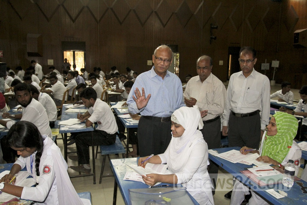 Education Minister Nurul Islam Nahid conducts an inspection of the Dhaka College HSC examination centre on Sunday. Photo: asif mahmud ove