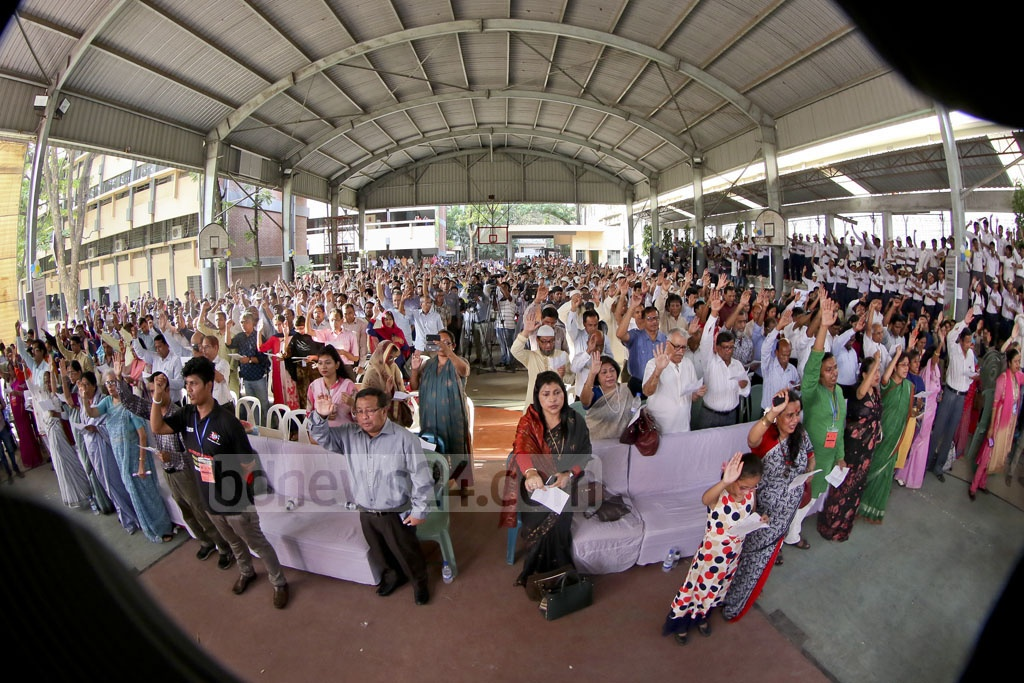 Participants took oath after the launching of Nobel Peace Laureate Kailash Satyarthi's initiative titled '100 Million for 100 Million' in Bangladesh for education-deprived and disadvantaged people at the St Joseph High School on Sunday. Photo: asaduzzaman pramanik