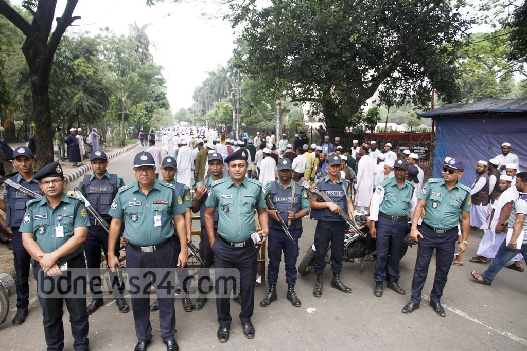 Strict security measures are in place near Suhrawardy Udyan for the Islamic Foundation Conference in Dhaka on Thursday. Photo: tanvir ahammed