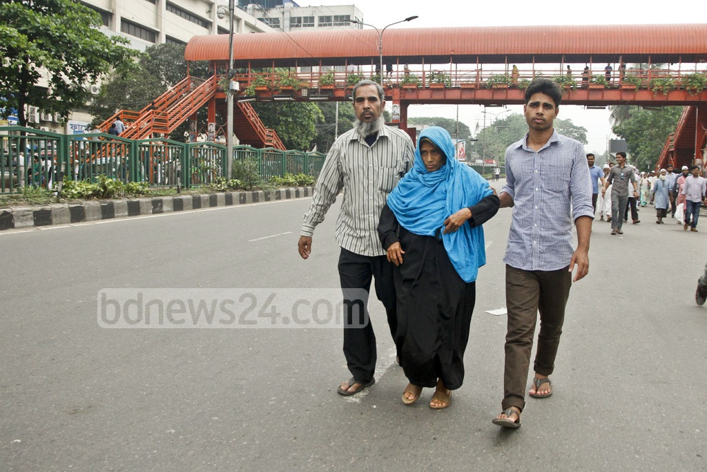 Patients released from Dhaka hospitals have to walk as traffic controls for the Islamic Foundation Conference slow bus service on Thursday. Photo: tanvir ahammed