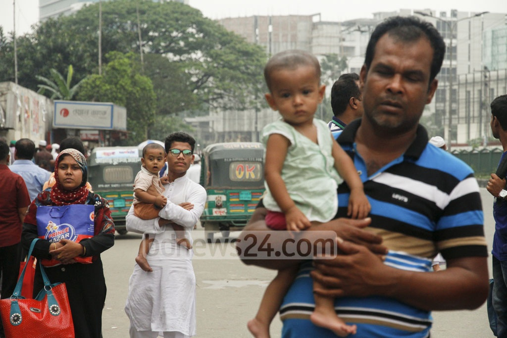Many people are stranded with their children in Dhaka on Thursday as traffic measures for the Islamic Foundation Conference curtails public transport. Photo: tanvir ahammed