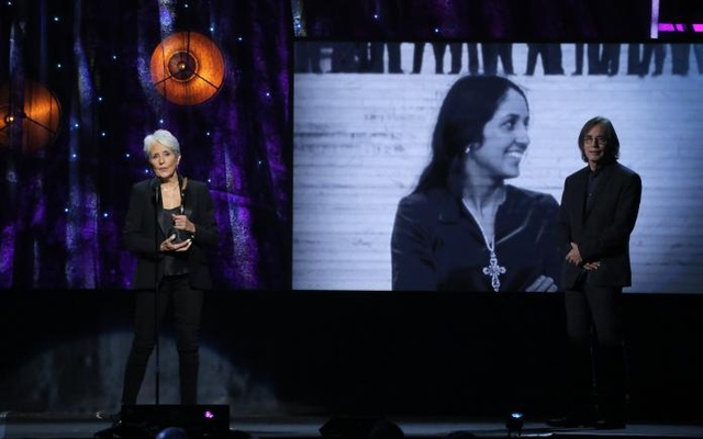 32nd Annual Rock & Roll Hall of Fame Induction Ceremony - Show – New York City, US, 07/04/2017 – Inductee Joan Baez with presenter Jackson Browne. Reuters