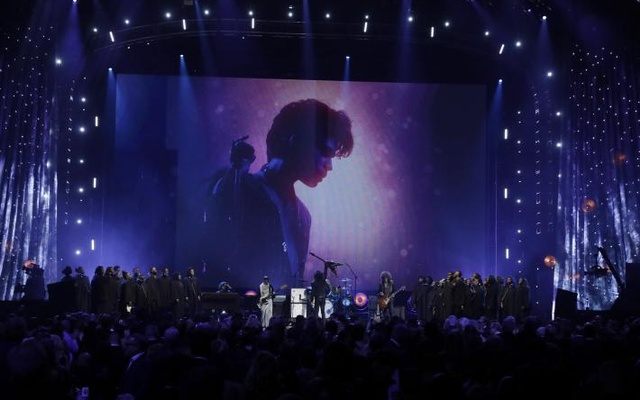 32nd Annual Rock & Roll Hall of Fame Induction Ceremony - Show – New York City, US, 07/04/2017 – Lenny Kravitz performs a tribute to Prince. Reuters