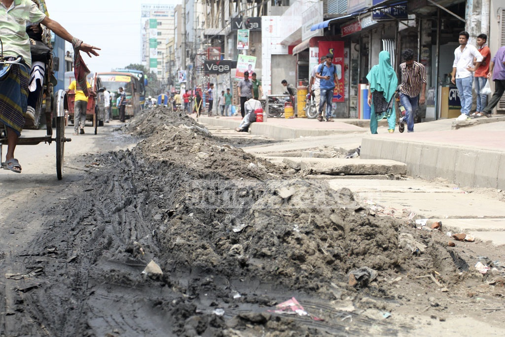 Refuse from sewage drains has been left lying by the roadside on Dhaka's Pragati Sarani, inconveniencing motorists and pedestrians. Photo: asif mahmud ove