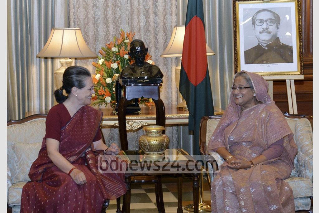 Indian National Congress chief Sonia Gandhi speaks to Prime Minister Sheikh Hasina during their meeting at Rastrapati Bhavan at Delhi's Raisina Hill on Sunday. Photo: PID