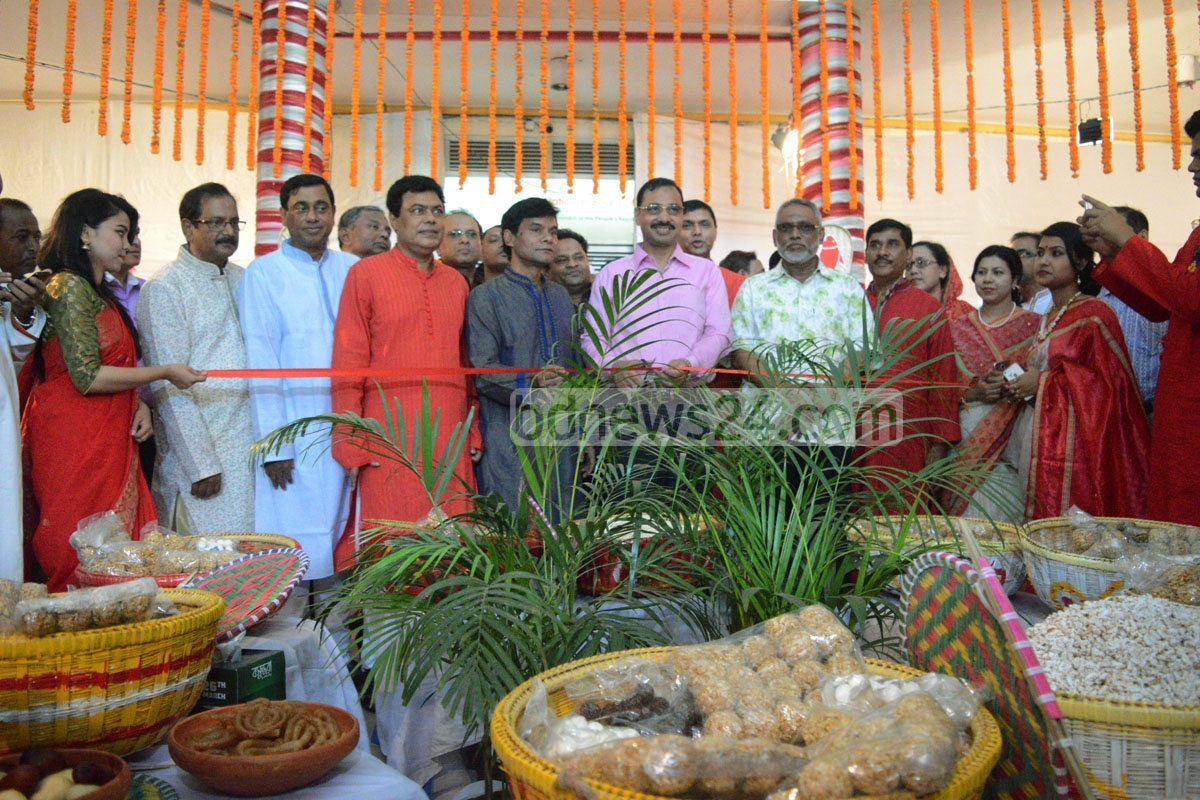 Chittagong Mayor AZM Nasir Uddin inaugurates NBR handbooks at the Chittagong Tax Area-1 office in the port city.