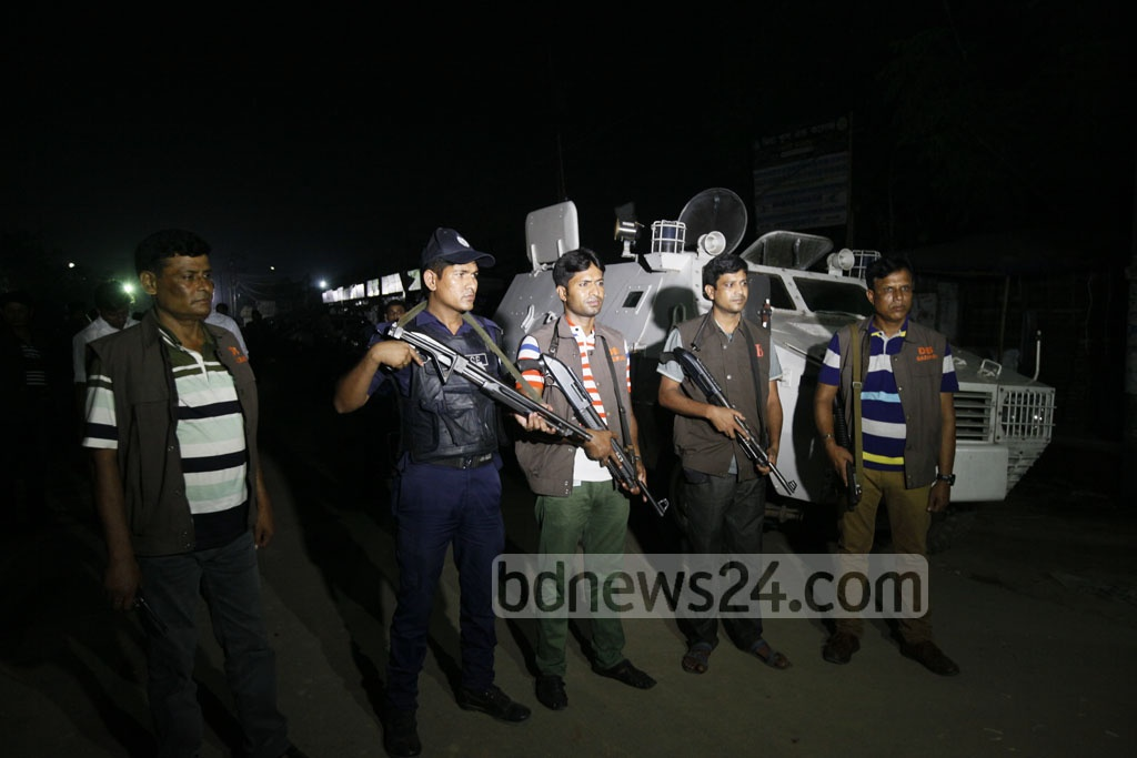 Security was tightened around Kashimpur Central Jail ahead of the execution of militant leader Mufti Hannan and his aide Sharif Shahedul Bipul on Wednesday. Photo: tanvir ahammed