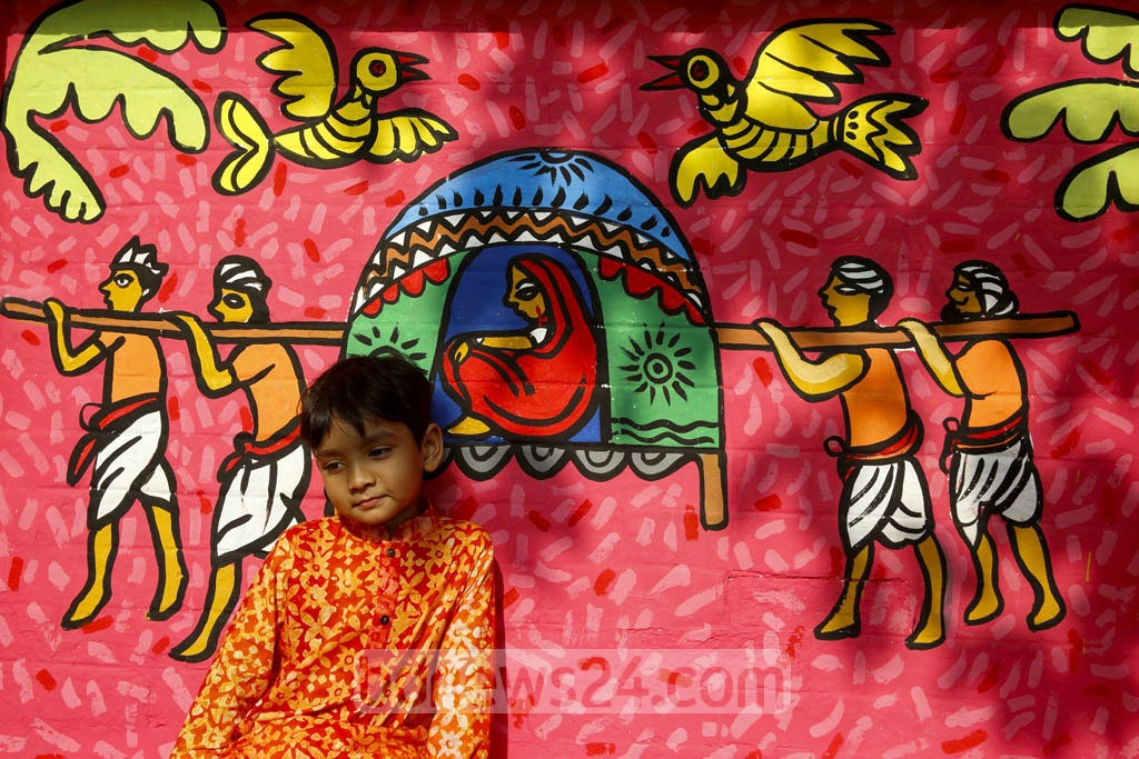 Posing for photo in front of wall art of Dhaka University's Faculty of Fine Arts. Photo: mostafigur rahman