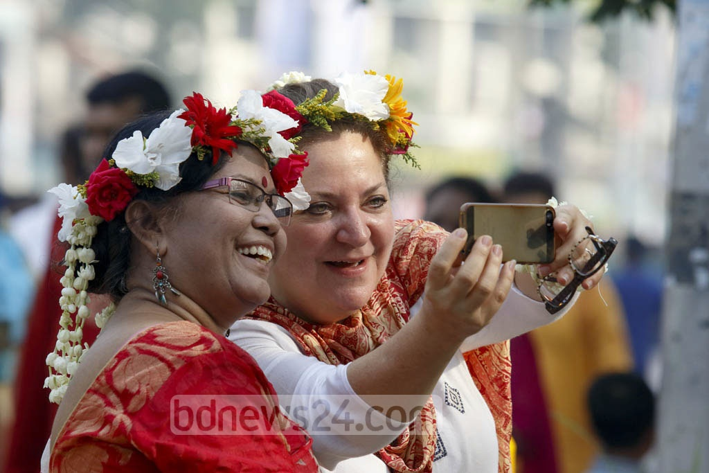 A foreigner is taking a selfie on Dhaka University campus during Bangla New Year celebrations. Photo: mostafigur rahman