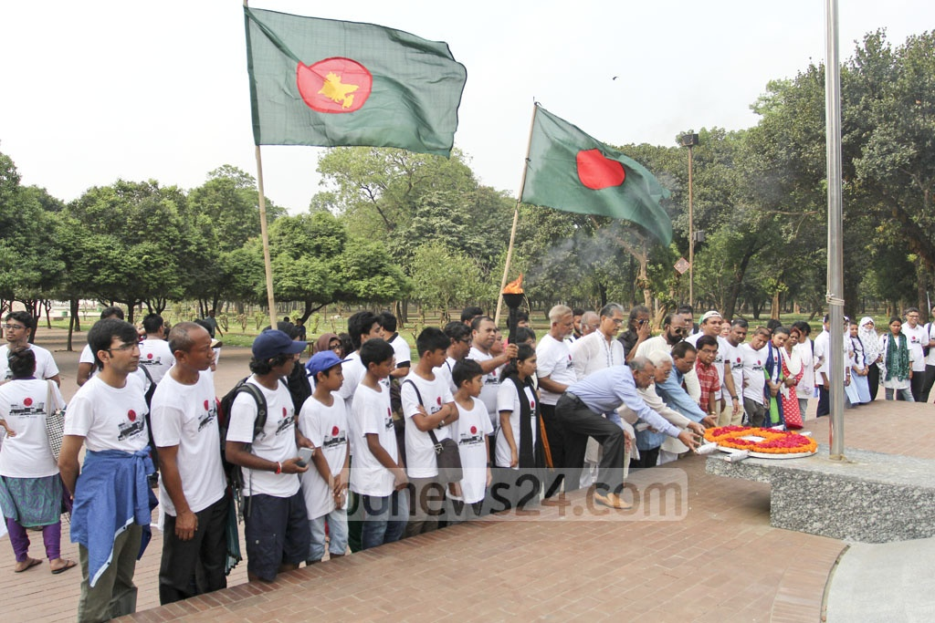 Sector commanders and freedom fighters pay tributes to the eternal flame of the Liberation War at Suhrawardy Udyan on Saturday. Photo: asif mahmud ove