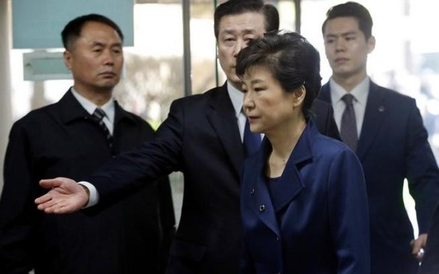 Ousted South Korean President Park Geun-hye arrives for questioning on her arrest warrant at the Seoul Central District Court in Seoul, South Korea, Thursday, Mar 30, 2017. Reuters