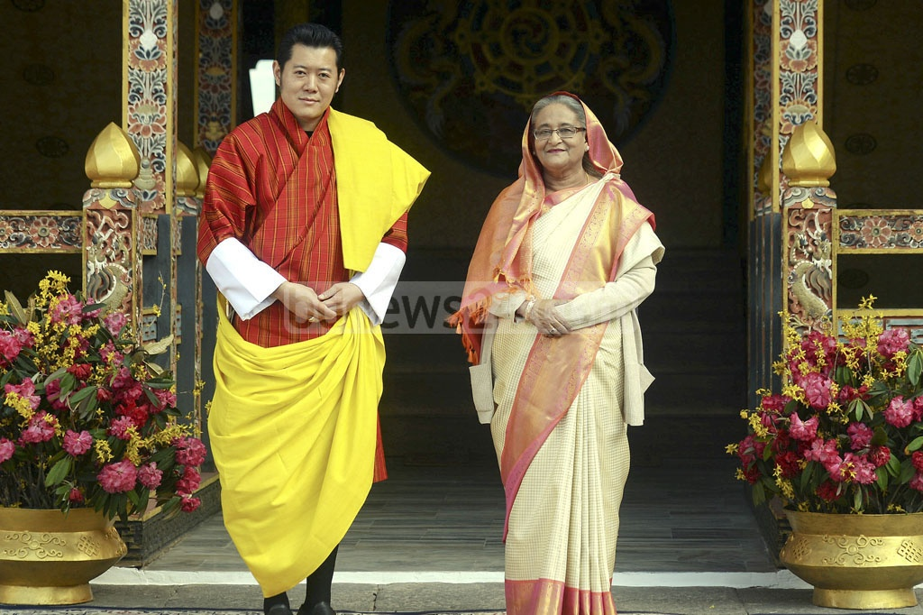 Prime Minister Sheikh Hasina and King Jigme Khesar Namgyel Wangchuck pose for photo at Tashichho Dzong, the seat of the Bhutanese government, on Tuesday