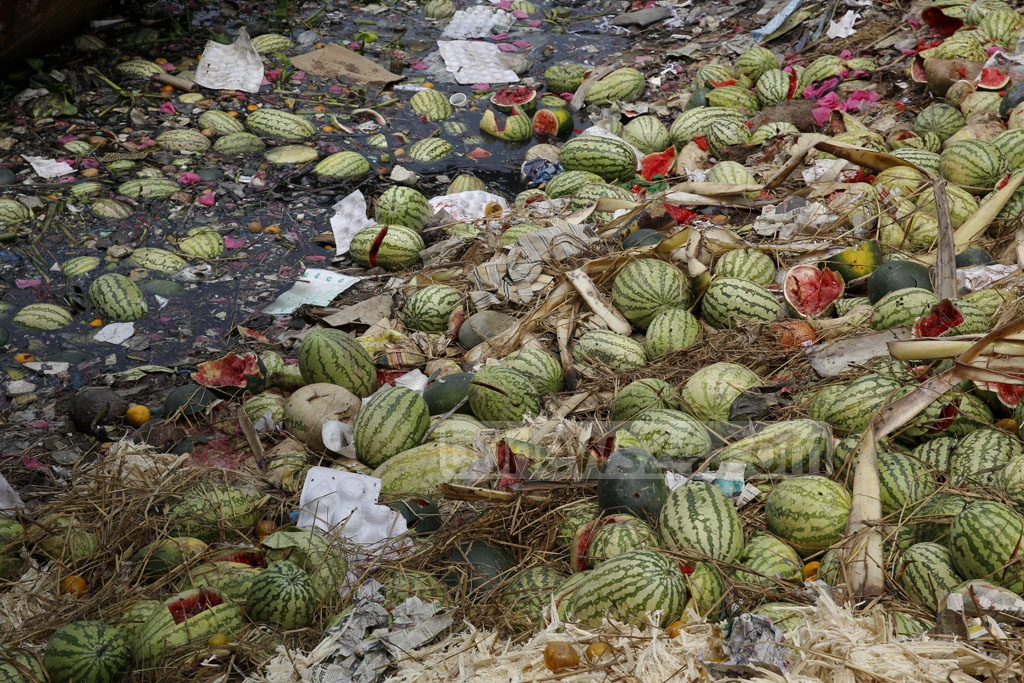 Watermelons line the banks of Buriganga whose waters are blackened by waste. Photo: mostafigur rahman
