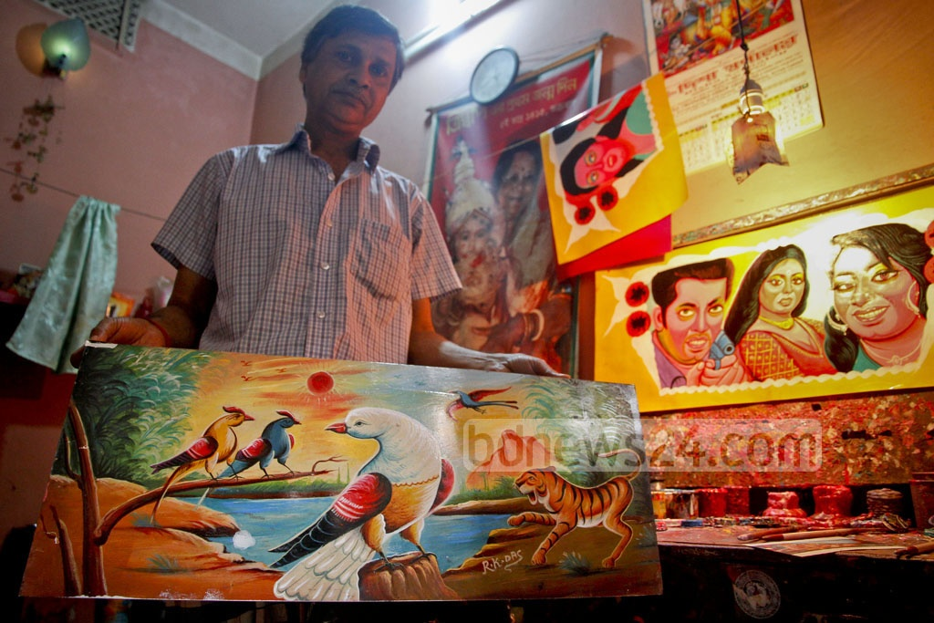Swapan's rickshaw art has been displayed at the Alliance Francaise and other galleries. Foreign visitors have also bought his paintings.