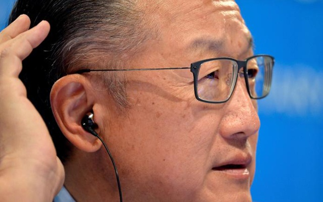 World Bank President Jim Yong Kim cups his ear as he listens to a question by a reporter during a press briefing to open the IMF and World Bank's 2017 Annual Spring Meetings in Washington, US April 20, 2017. Reuters