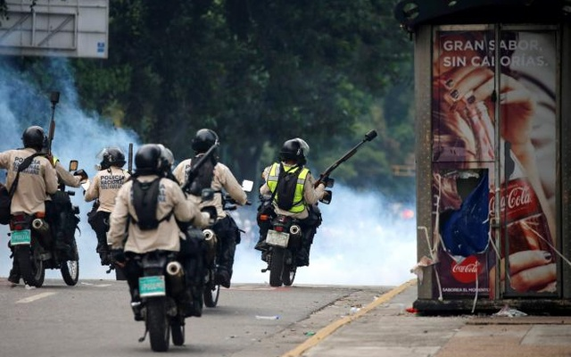 Riot police take positions during the so called 'mother of all marches' against Venezuela's President Nicolas Maduro in Caracas, Venezuela, Apr 19, 2017. Reuters