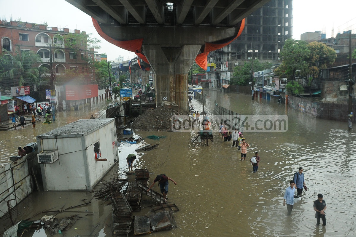 Several streets in Chittagong City went under water due to heavy rains on Friday. The photo was taken at Gate No. 2 area of Sholoshohor. Photo: suman babu