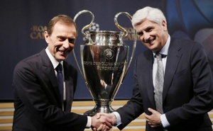 UEFA Champions League Semi-Final Draw - Nyon, Switzerland - 21/4/17 Real Madrid Director of Institutional Relations Emilio Butragueno (L) and Atletico Madrid Managing Director Clemente Villaverde pose after the draw of the UEFA Champions League semi-finals. Reuters