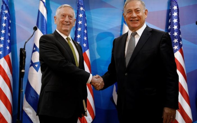Israel's Prime Minister Benjamin Netanyahu welcomes U.S. Defense Secretary James Mattis in his offices in Jerusalem April 21, 2017. Reuters