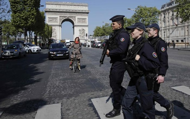 Armed French police patrol the Champs Elysees Avenue the day after a policeman was killed and two others were wounded in a shooting incident in Paris, France, April 21, 2017. Reuters