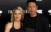 FILE PHOTO: Cast members Gillian Anderson and David Duchovny pose at a premiere for 'The X-Files' at California Science Center in Los Angeles, California, US on January 12, 2016. Reuters