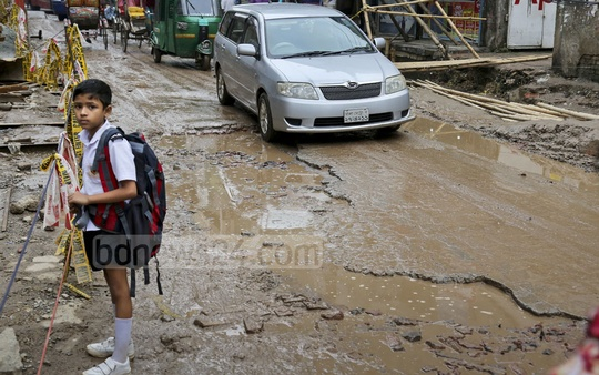 This picture of poor road conditions in Dhaka's Mouchak was taken on Sunday. Photo: asaduzzaman pramanik