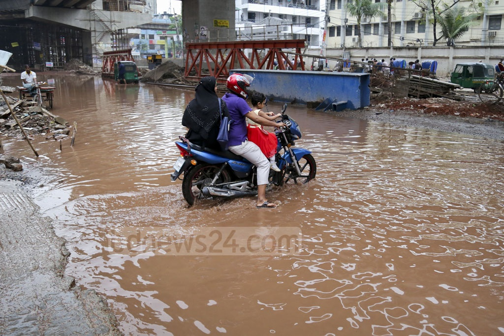 This photo of the flooded streets in Dhaka's Santinagar area was taken on Sunday. Photo: asaduzzaman pramanik