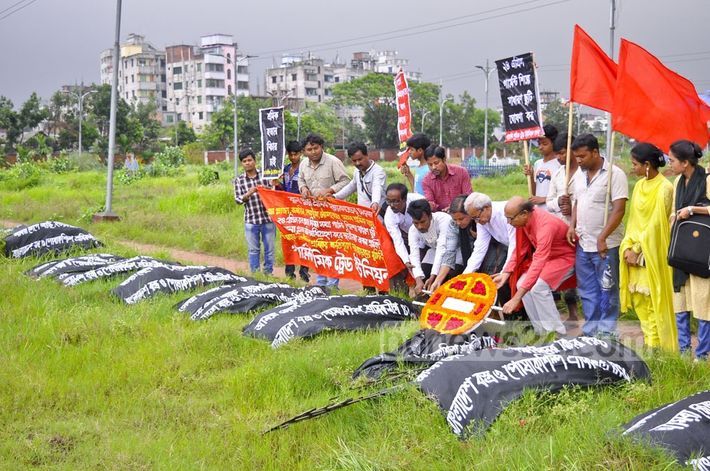 Garment Workers' Trade Union Centre remember the victims of the Rana Plaza disaster by placing wreath on their graves in Dhaka's Jurain on Monday.