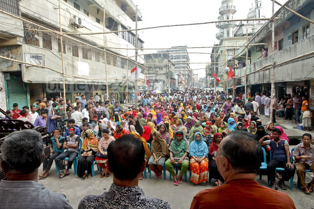 The Communist Party of Bangladesh holds rally at Dhaka's Hazaribagh on Tuesday demanding accommodation and medical facilities for tanners who have shifted to Savar. Photo: tanvir ahammed
