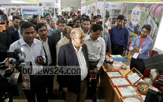 Food Minister Md Qamrul Islam takes a tour at the 'Second Food and Agro, Agrocam cum Poultry and Livestock Bangladesh Expo-2017' after inaugurating it on Wednesday. Photo: tanvir ahammed