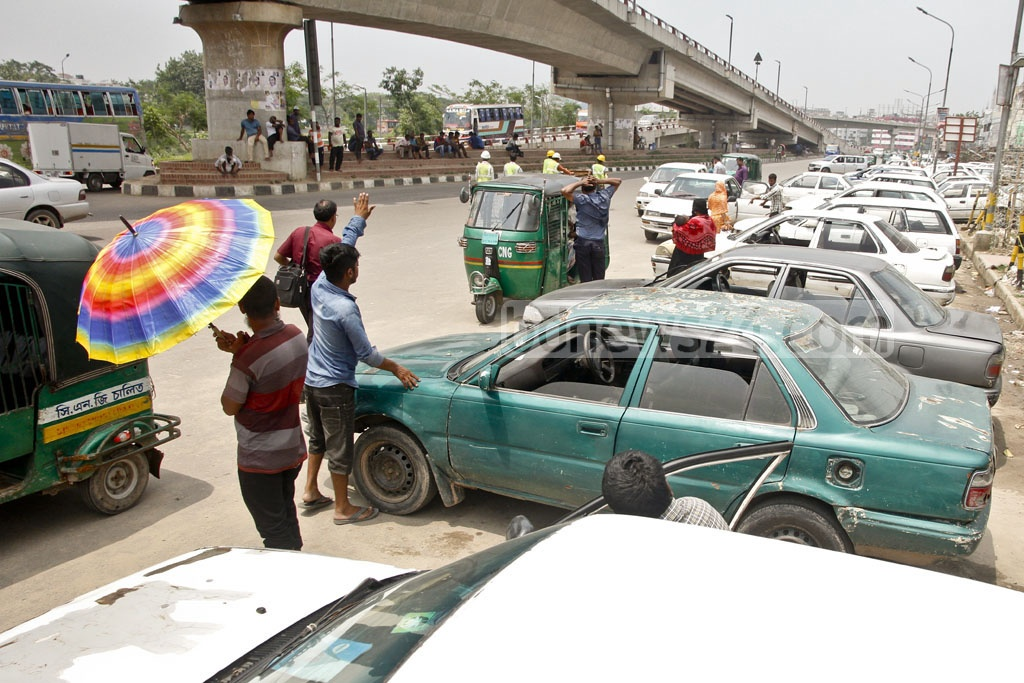 The rent-a-car vehicles occupy a large section of the road beside Kuril Flyover in Dhaka. Photo: tanvir ahammed