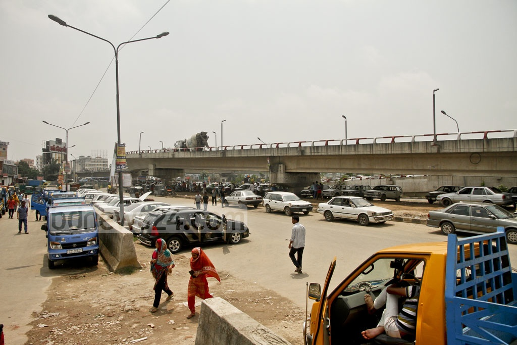 With unauthorised parking, there are road-side repair workshops along the approach-way of the Kuril Flyover in Dhaka. Photo: tanvir ahammed
